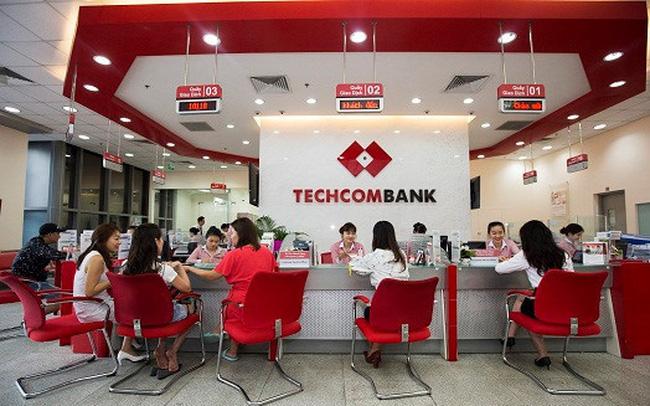 thu 7 ngan hang Techcombank co lam viec khong
